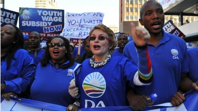 Democratic Alliance leader Helen Zille leads her supporters to Cosatu headquarters in Johannesburg against the union's opposition to a proposed subsidy on jobs for young workers.