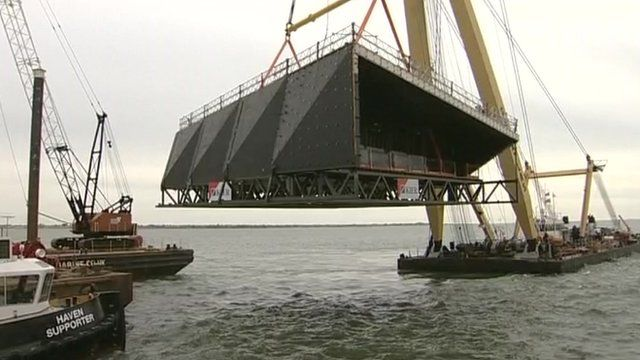 Building lifted on to Southend Pier