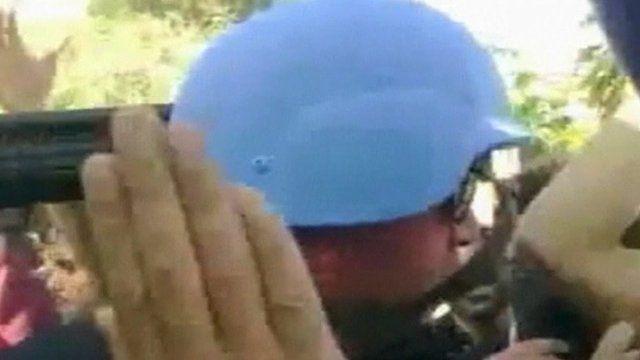 UN representative in Syria surround by crowds