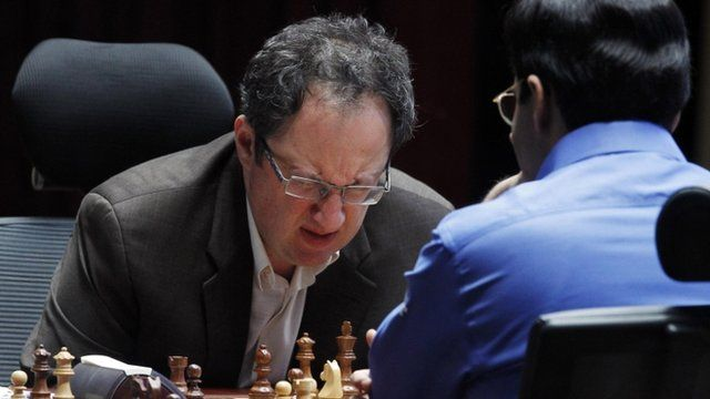Boris Gelfand (L) and Vishy Anand