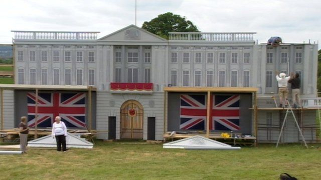 Scaled-down replica of Buckingham Palace in Somerset