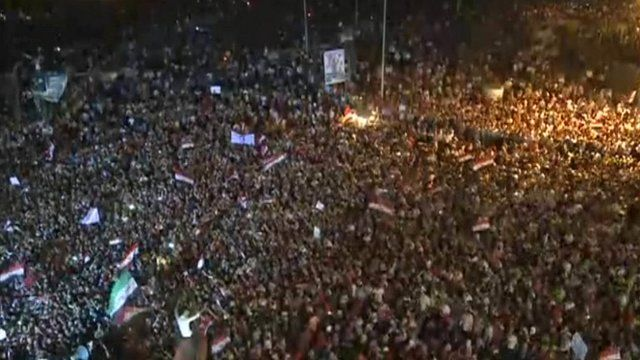 Crowds gather in Tahrir Square