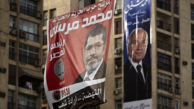 Banners for Mohammed Mursi (left) and Ahmed Shafiq (right) hang from buildings in Cairo