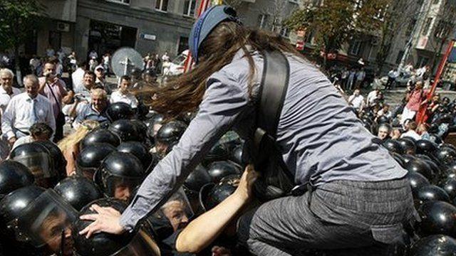 Protester jumps over police in Kiev, 4 July 12