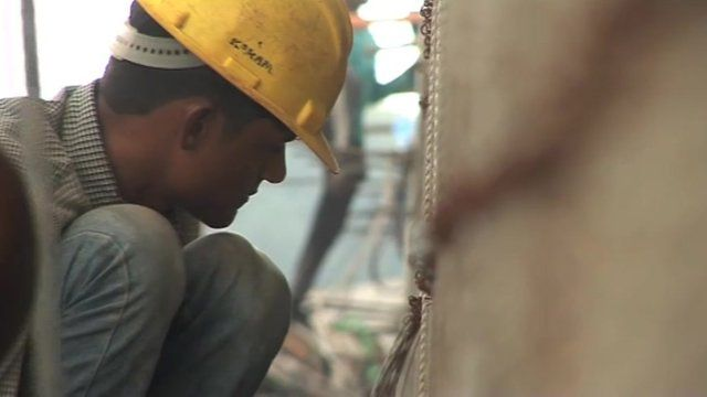 A construction worker in Mumbai