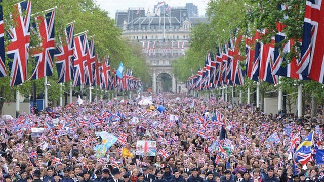 Members of the public celebrate in the Mall, London