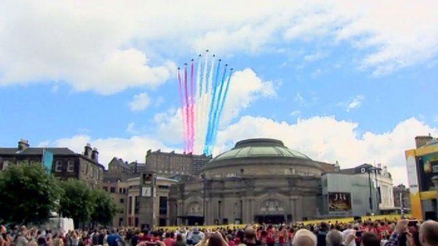 The Red Arrows flypast in Edinburgh