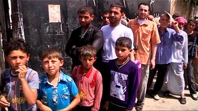 Food queues in Aleppo