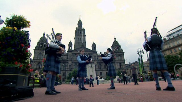 Pipe band in Glasgow's George Square