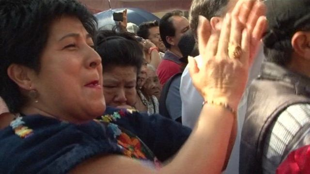 A Mexican fan applauds a Chavela Vargas song