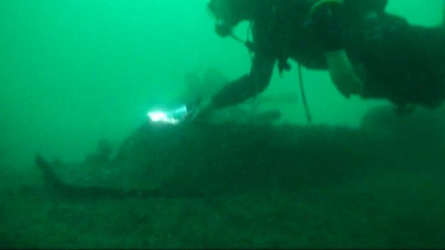 Diving to the sunken submarine