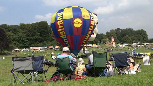 Visitors arrive early to watch Bristol International Balloon Fiesta 2012