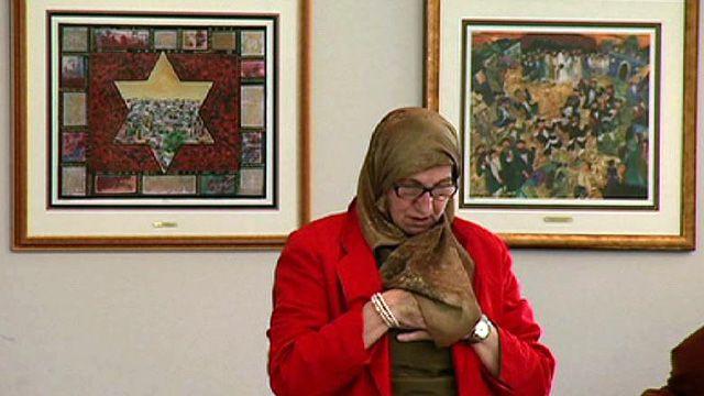 Muslim woman in synagogue