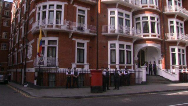Police outside Ecuadorean embassy