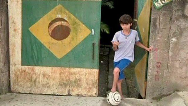 Muniz with football