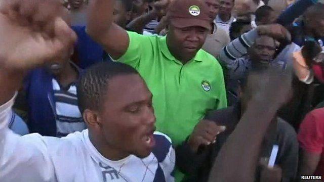 S Africa frees Marikana miners