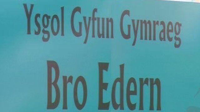 Arwydd Ysgol Gyfun Gymraeg Bro Edern, Caerdydd