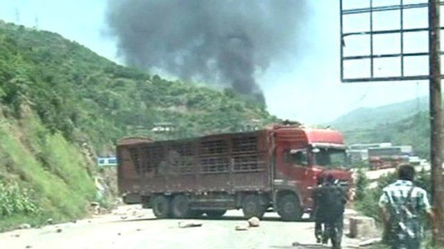 Lorry stops in the middle of the road following earthquakes in south-west China