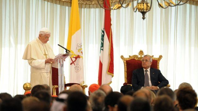 Pope Benedict making a speech at the presidential palace in Beirut, as Lebanese President Michel Suleiman listens