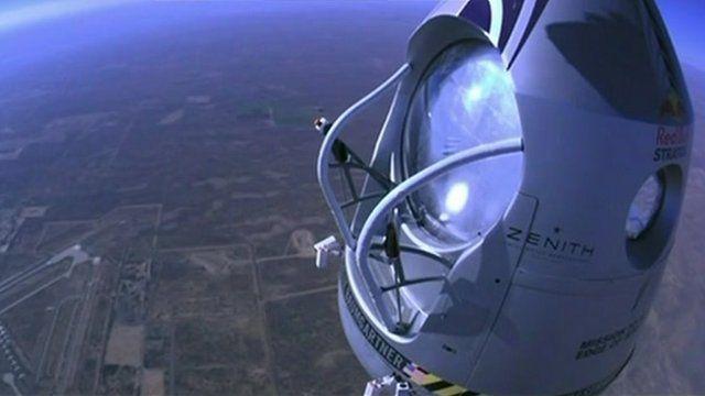Felix Baumgartner in capsule