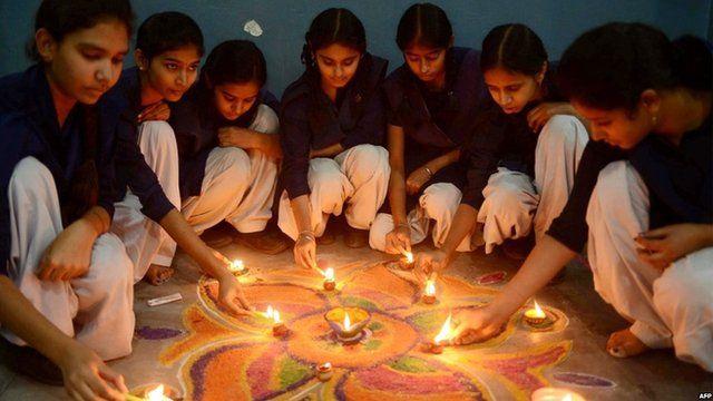 Diwali: Hindu celebrations under way worldwide - BBC News