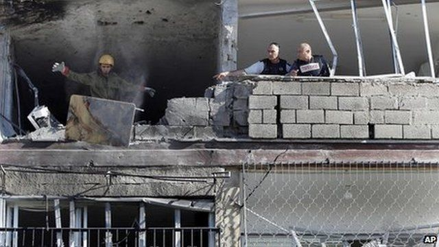 Building hit by rocket in Kiryat Malachi. Photo: 15 November 2012