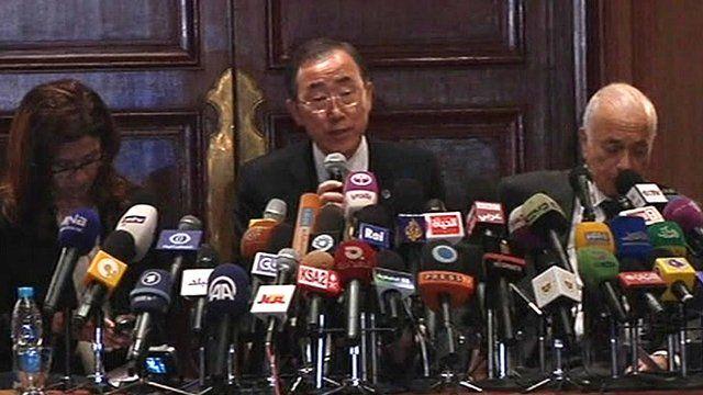 UN Secretary General Ban Ki-moon (centre)