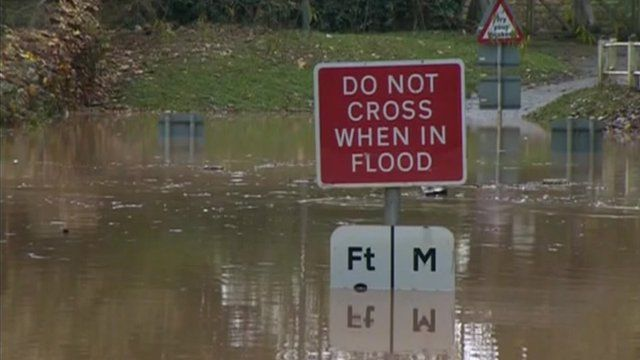 """Flooding sign which says """"do not cross when in flood"""""""