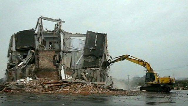 Luo Baogen's home being demolished