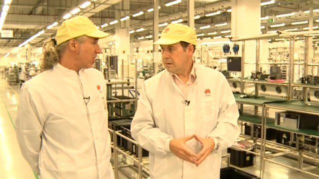 Huawei Chief Engineer Gabor Schreck givs Rory Cellan-Jones a tour of the Songshan Lake factory