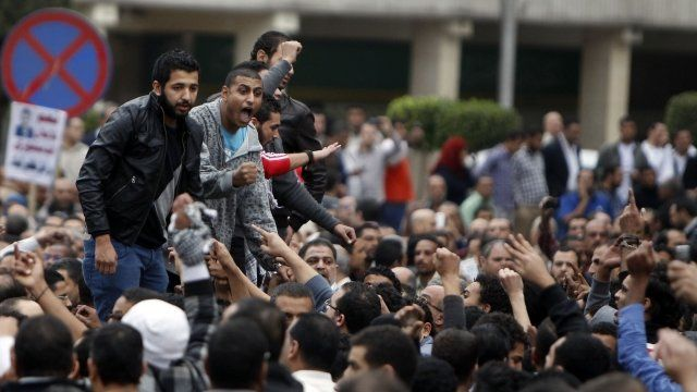 Muslim Brotherhood supporters of President Morsi and anti-Morsi protesters clash