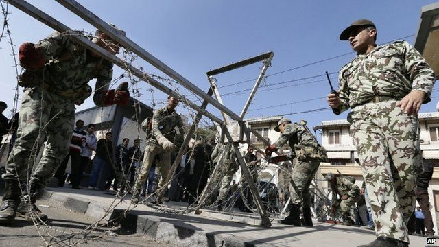 Soldiers set up barricade outside palace