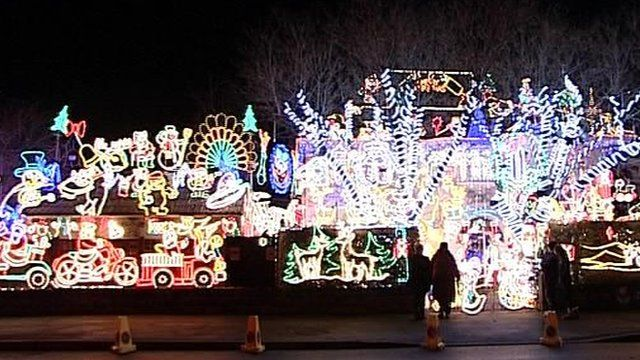 Media player House and grounds covered with Christmas lights at Melksham,  Wiltshire - Melksham House Christmas Lights Raise Money For Hospice - BBC News