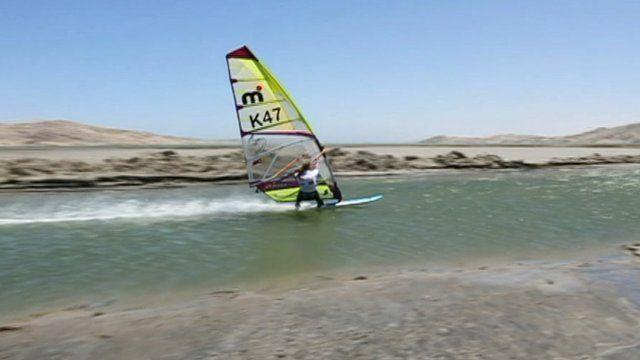 Windsurfer sets new record - watch it here!