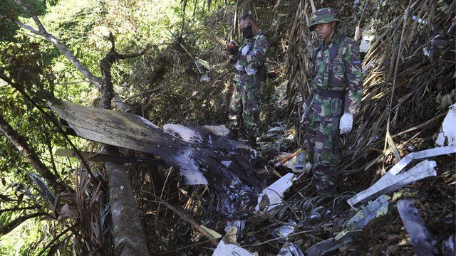 Indonesian marines inspect the wreckage of the Sukhoi Superjet 100