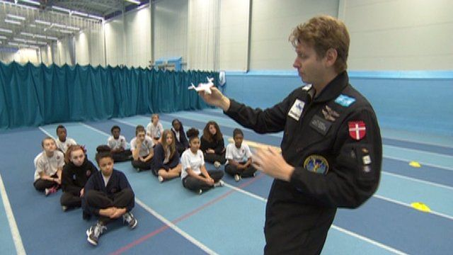 Per Wimmer telling schoolchildren about Space