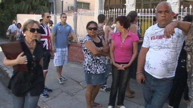 Cubans queue for passports