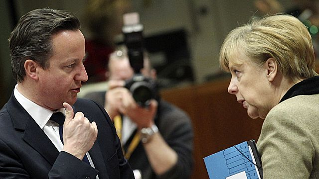 Prime Minister David Cameron (L) and German Chancellor Angela Merkel (R)