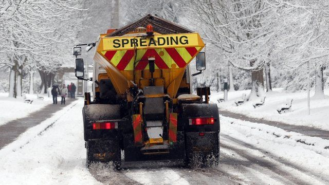 A gritting lorry in the snow