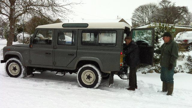 4x4 helping out deliver meals in the snow