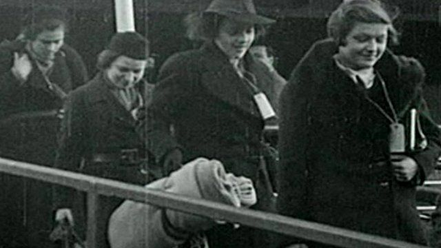 People arriving from UK to Harwich - courtesy of British Pathe