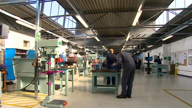 Jaguar Land Rover jobs boost welcomed - BBC News