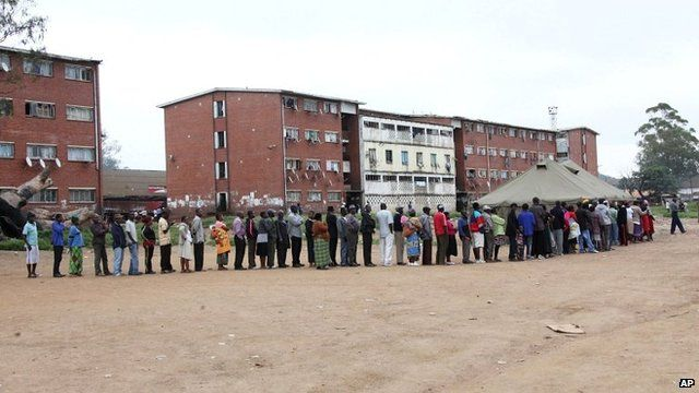 Zimbabweans queue to vote in Harare