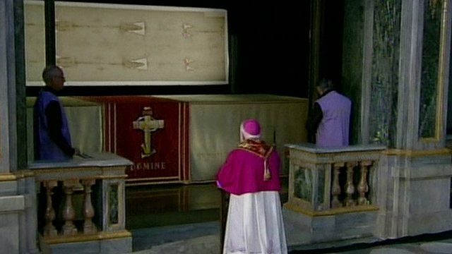 Pope Francis kneeling before the Shroud of Turin