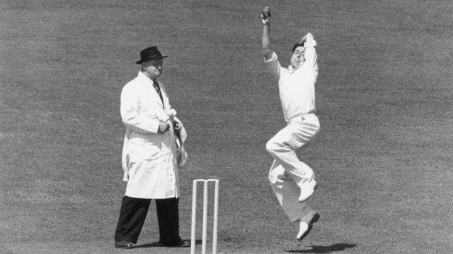 Trevor Bailey bowling in 1950