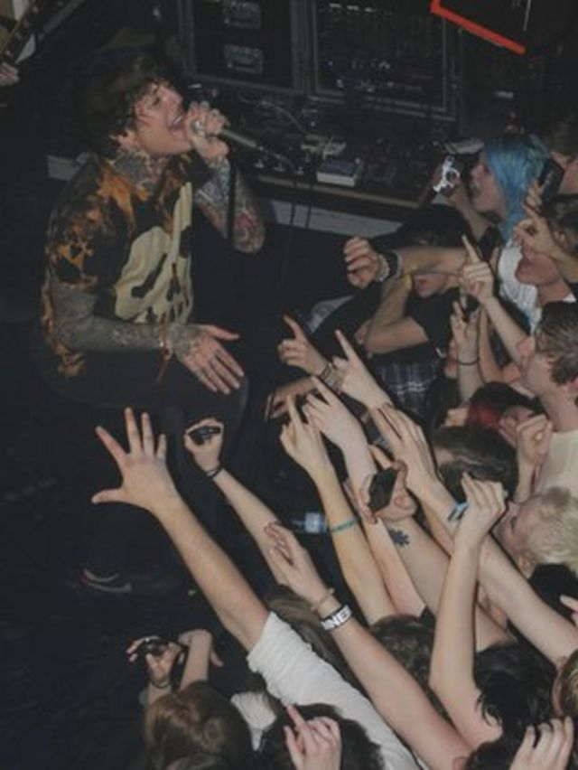 Should music fans stop filming gigs on their smartphones?