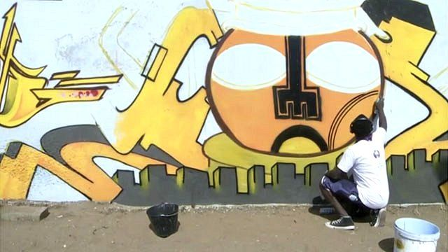 Graffiti artist in Dakar