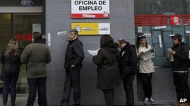 Spain's population shrinks as immigrants flee economic crisis