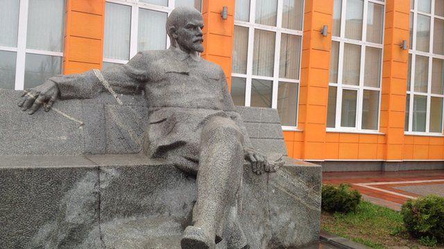 Vladimir Lenin at the Lenin State Farm