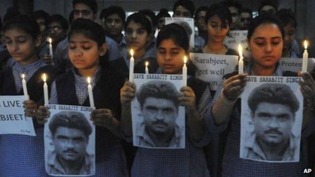 Sarabjit Singh: Indian 'spy' dies after Pakistan attack